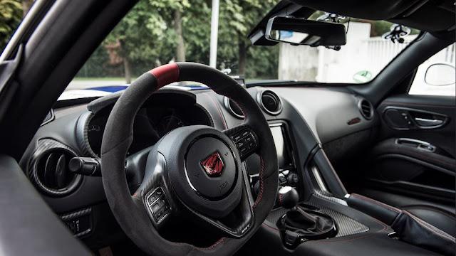 Dodge Viper ACR - Interior inspirado en las carreras