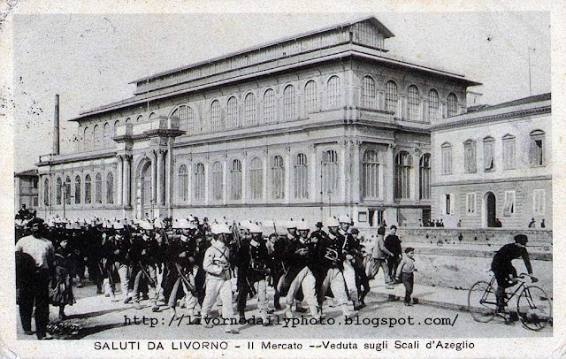 Vintage postcard, scali degli Olandesi with passing troops, Livorno