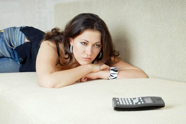 תוצאת תמונה עבור woman waits near the telephone