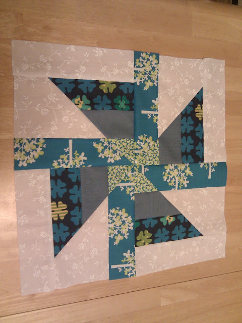 BabcoUnlimited.blogspot.com - Pinwheel Block
