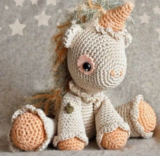 http://chicaoutlet.blogspot.com.es/2015/02/unicornio-hermione.html