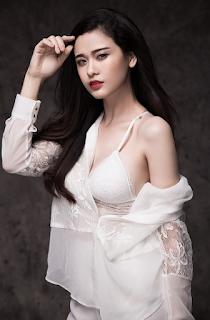 Trương Quỳnh Anh ăn mặc sexy nè