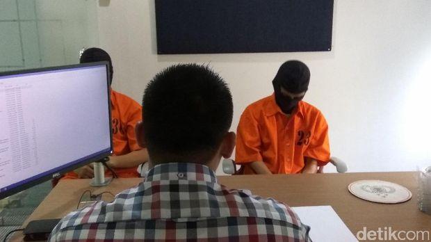 Polisi mengungkap kasus peretasan situs jual-beli tiket online PT Global Networking. Otak dari empat sekawan peretas adalah SH (19) alias Haikal yang merupakan lulusan SMP. Dari mana dia belajar hingga akhirnya bisa meretas