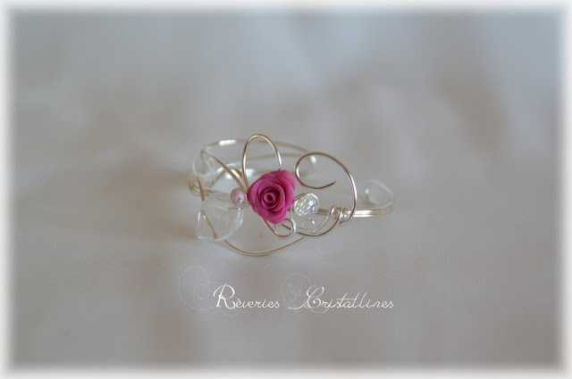bracelet mariage wire wrapping et rose porcelaine froide
