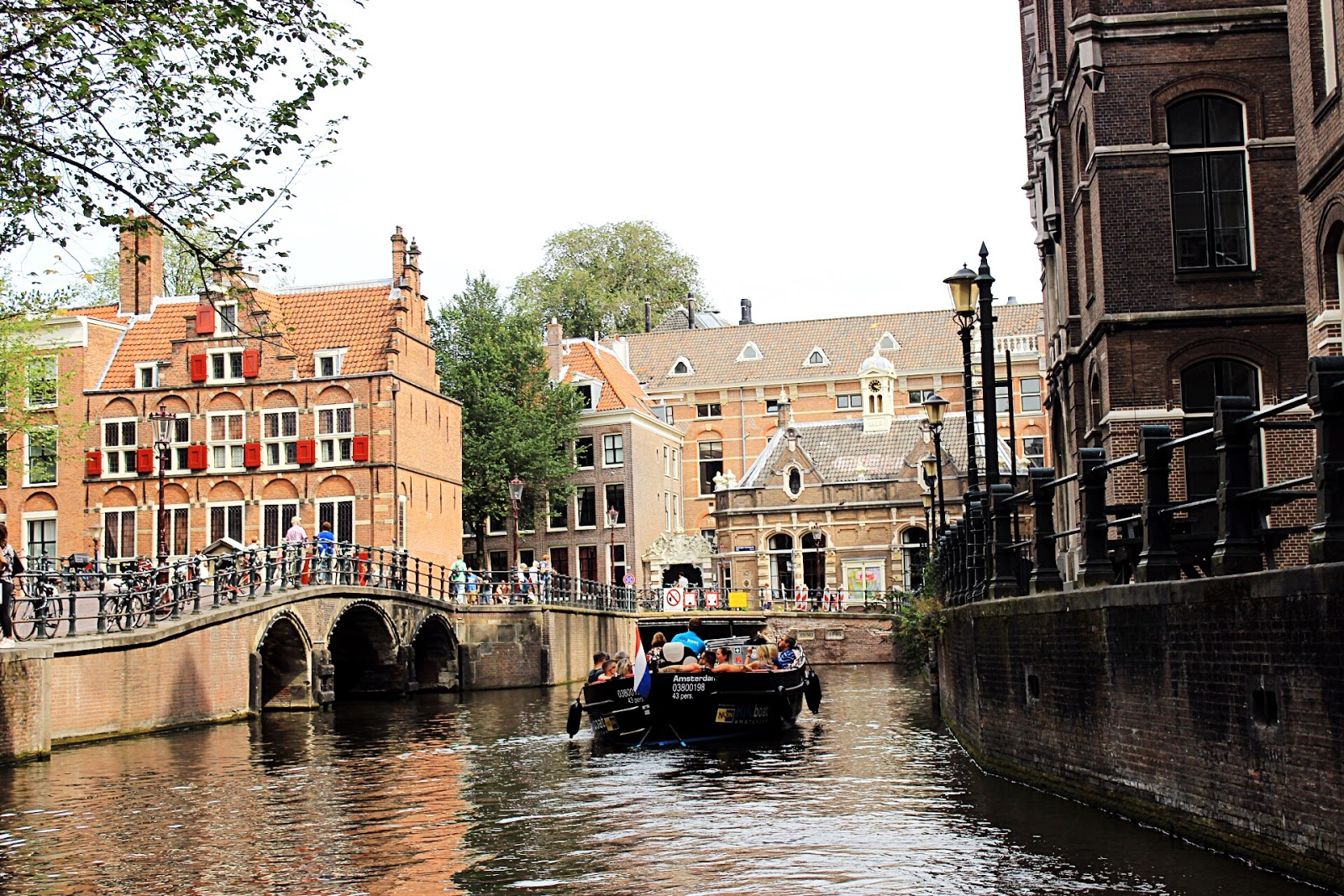 Budget Friendly Canal Cruise in Amsterdam with Unlimited Drinks