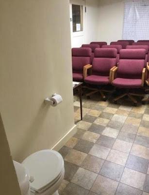 WC collectif, un peu d'initmité ne ferait pas de mal !
