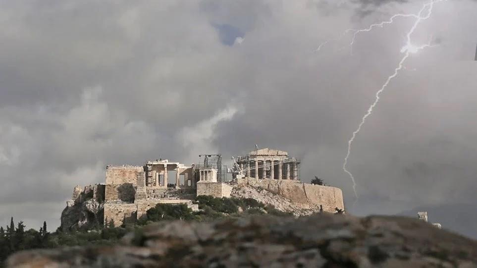 Καταγγελία: Διακοσμητικά τα αλεξικέραυνα της Αθήνας – Γιατί δεν προστάτευσαν την Ακρόπολη (βίντεο)