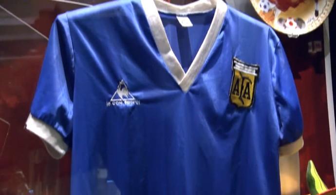 Camisa improvisada que Maradona usou na Copa de 1986 vale fortuna. Há 30  anos ... a9b6b6426f79a