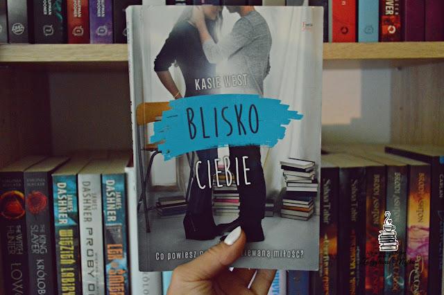 """Co powiesz na niespodziewaną miłość? – recenzja książki #252 – Kasie West """"Blisko ciebie"""""""