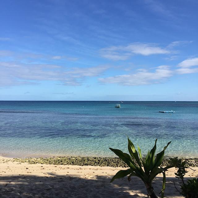 Vidare till Blue Lagoon Beach Resort längst ut i ö-bandet