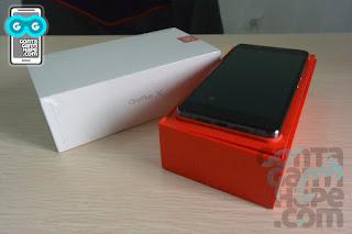 OnePlus X - Kotak kemasan saat dibuka