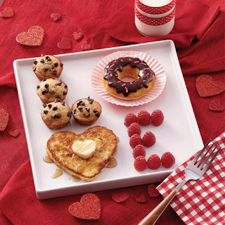 http://www.acmoore.com/projects/cake-and-candy/holiday/wilton-valentine-s-day-breakfast.html