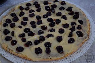 Pan di Spagna con mousse al cioccolato fondente e acqua