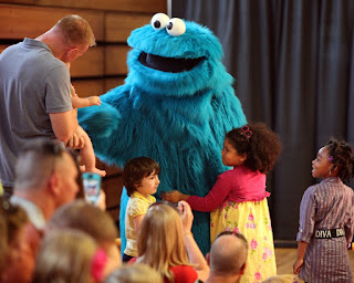 cookie monster greets fans