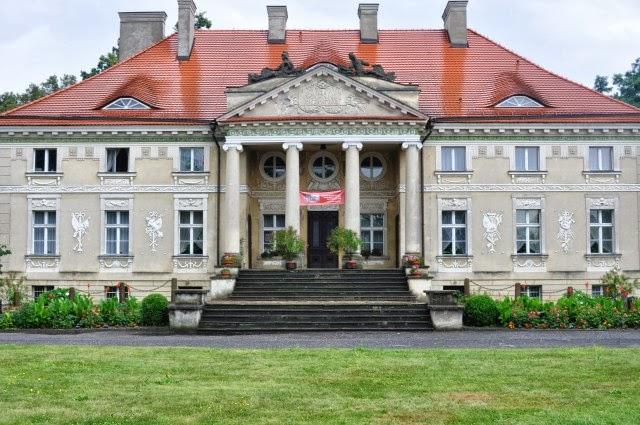 Pałac w Lewkowie & Video