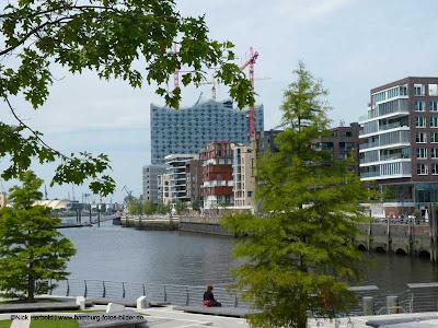 Hafencity Hamburg, Blick von den Marco Polo Terrasen auf die Elbphilharmonie
