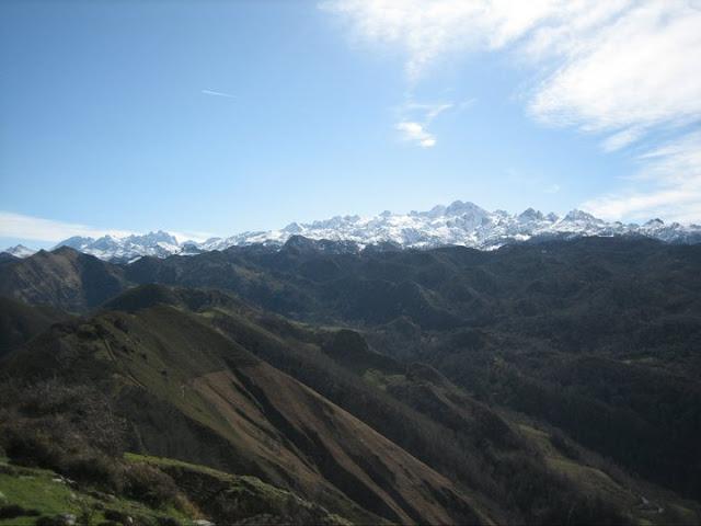 Rutas Montaña Asturias: Vistas de Picos de Europa desde la cruz de priena