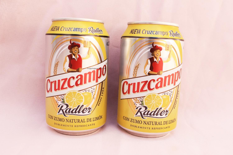 Cerveza cruzcampo con zumo natural de limón
