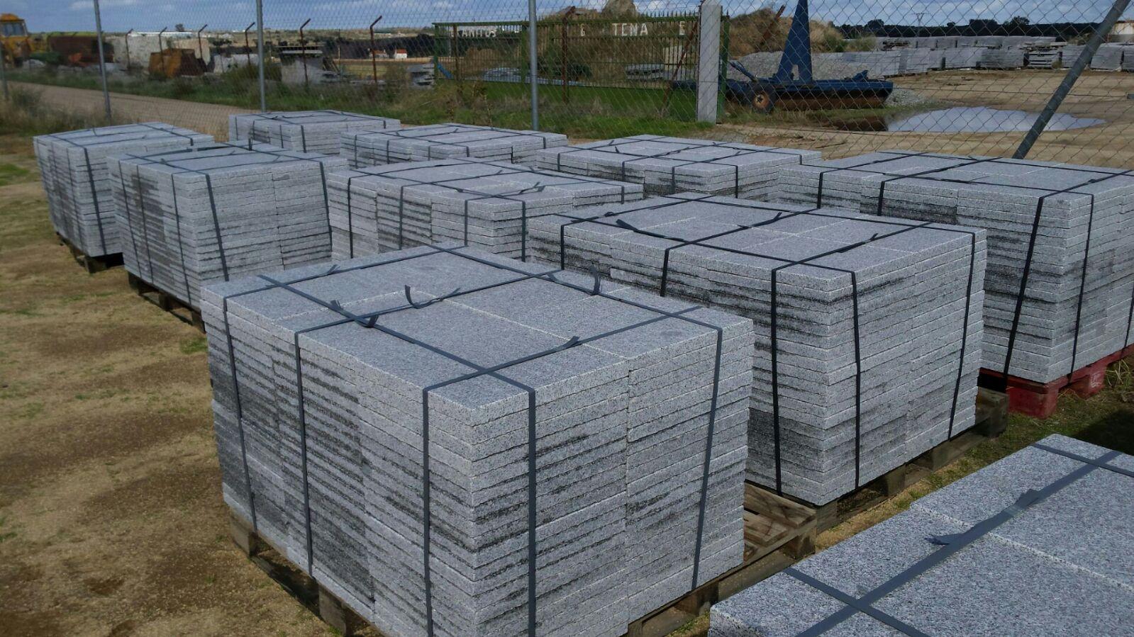 Losas o baldosas granito gris quintana para pavimentos for Granito para suelos precio