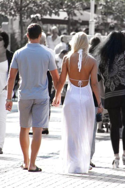 buscar oficial pensamientos sobre despeje vestidos transparentes en la calle fotos