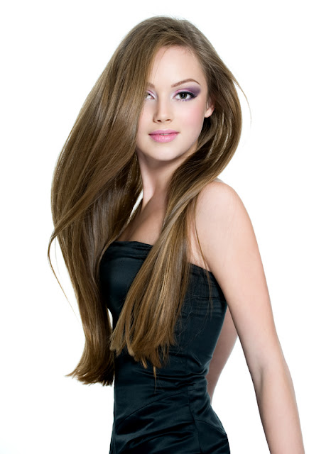 mulher cabelo liso e comprido