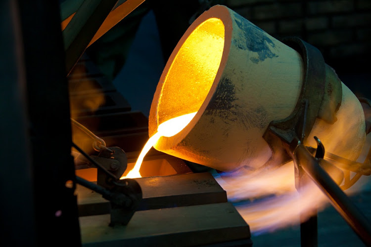 Gold slides to one-week low on buoyant dollar