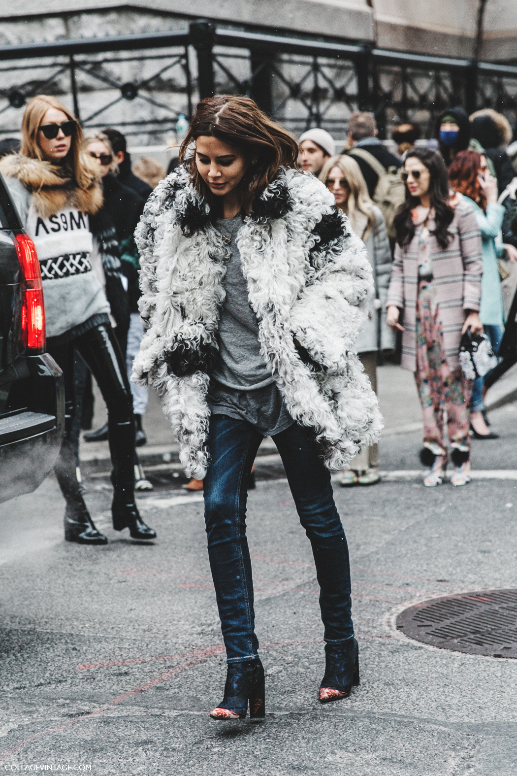 2 Ways to Wear an Oversized Furry Coat — Christine Centenera Street Style