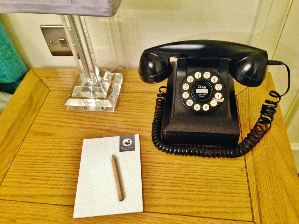 retro phone home hotel