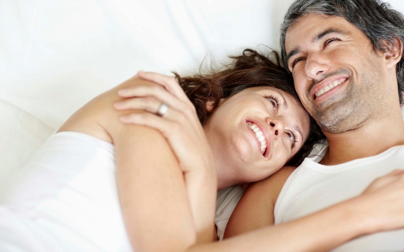 супруги в кровати видео