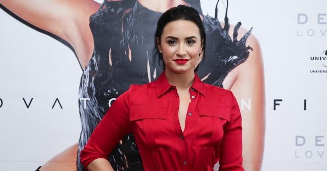 Demi Lovato le responde a fanático que la insultó.