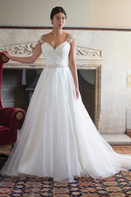 What To Wear When Trying On Wedding Dresses