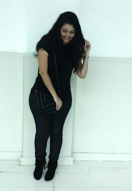 Look do dia: All black + bota + franjas