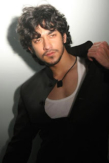 Rishabh sinha age, splitsvilla, digangana, bigg boss 9, family, qubool hai, sister, date of birth, parents, girlfriend