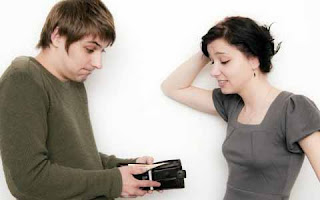 8 Tips Menghemat Uang Belanja