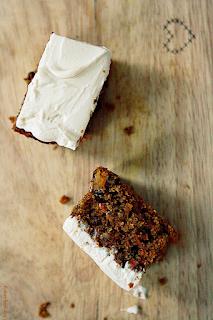 http://www.greencooking.pl/2012/02/ciasto-marchewkowe-na-miodzie-i-mace.html