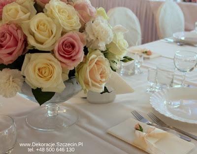 niskie bukiety na stół weselny