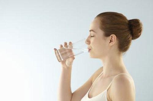 Uống nước đủ và đúng cách vào khung giờ vàng giúp cơ thể khỏe mạnh-https://songvuikhoemoingay24h.blogspot.com/