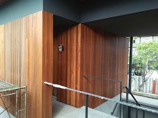 Contoh Pemasangan Lambersering Plafon kayu sebagai bahan inspirasi