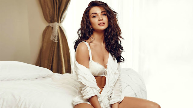 Actress, Entertainment, Bollywood, Bollywood top hot, Amy Jackson, actress Amy Jackson, Articles, Slider,