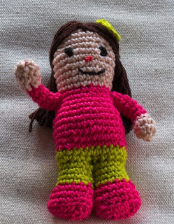http://www.mycrochetprojects.com/blog-content/uploads/2014/05/kleine-puppe-small-doll.pdf