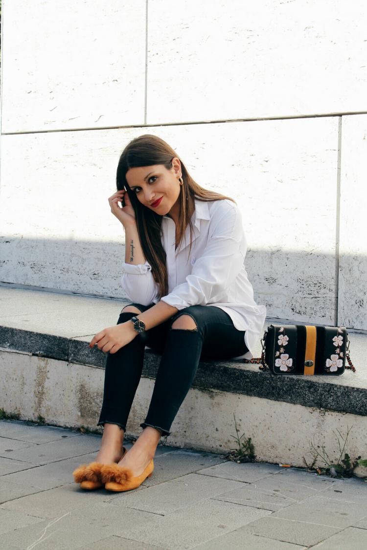 Look de primavera con camisa blanca y zapatos de zara