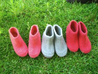 tres sapatos tricotados, tingidos e feltrados número 37