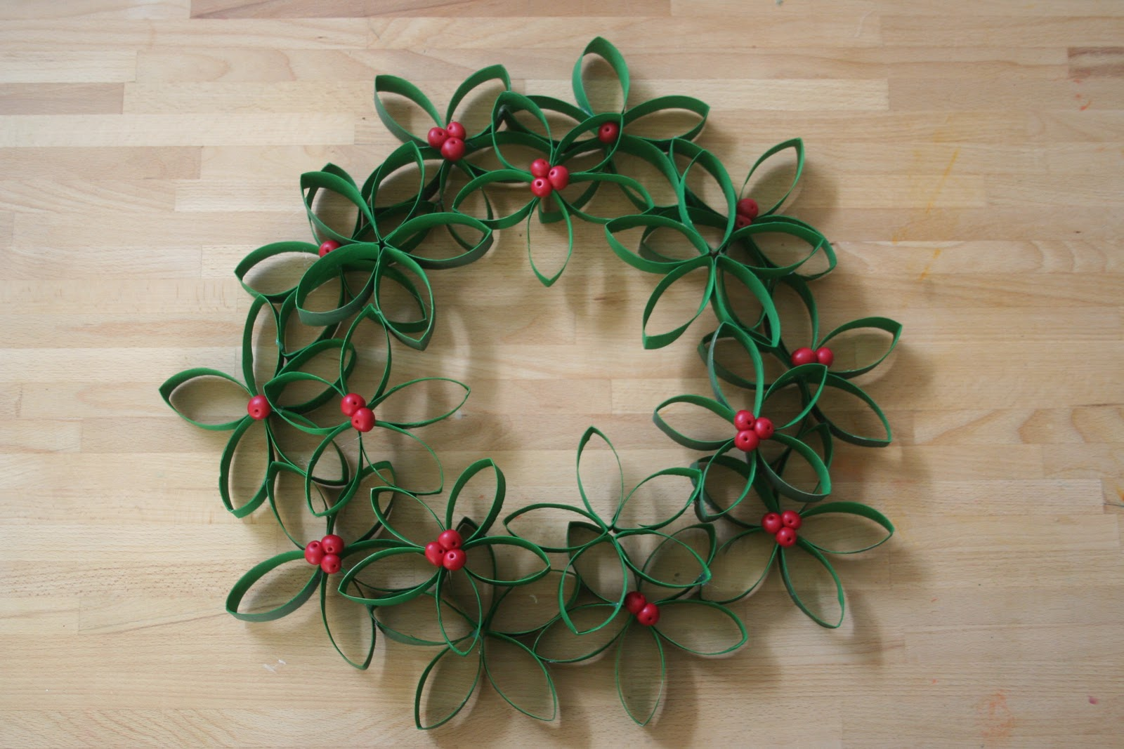 Tutorial Flower Wreath Made From Toilet Paper Rolls