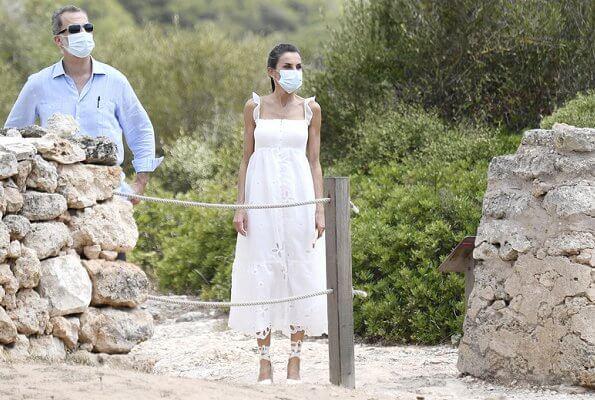 Queen Letizia wore Uterque organza dress with embroidery. Queen Letizia wore a new Macarena espadrille wedges. Queen will also go to Ibiza