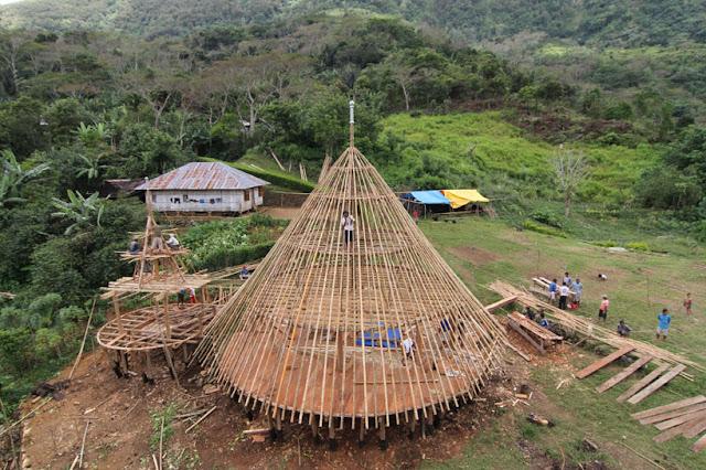 Proses pembangunan rumah adat Mbaru Niang, Wae Rebo
