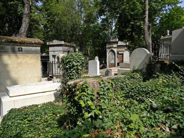 jak wygląda cmentarz Pere-Lachaise?
