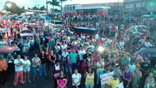 """Em Remígio, população vai às ruas para pedir """"Diretas Já"""" e """"Fora Temer"""""""