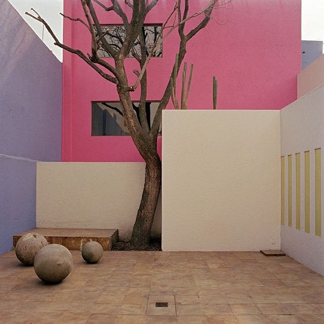 Luis Barragan pink wall architecture modernism arhitect curte modernista