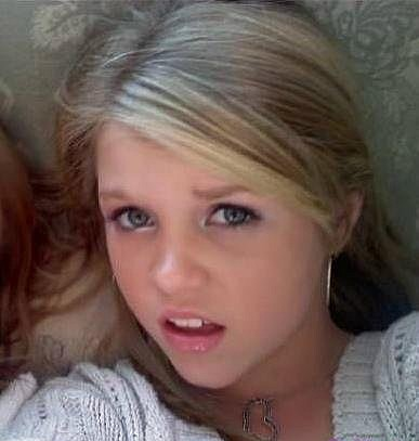 Teen babe deepthroat gagging blowjob