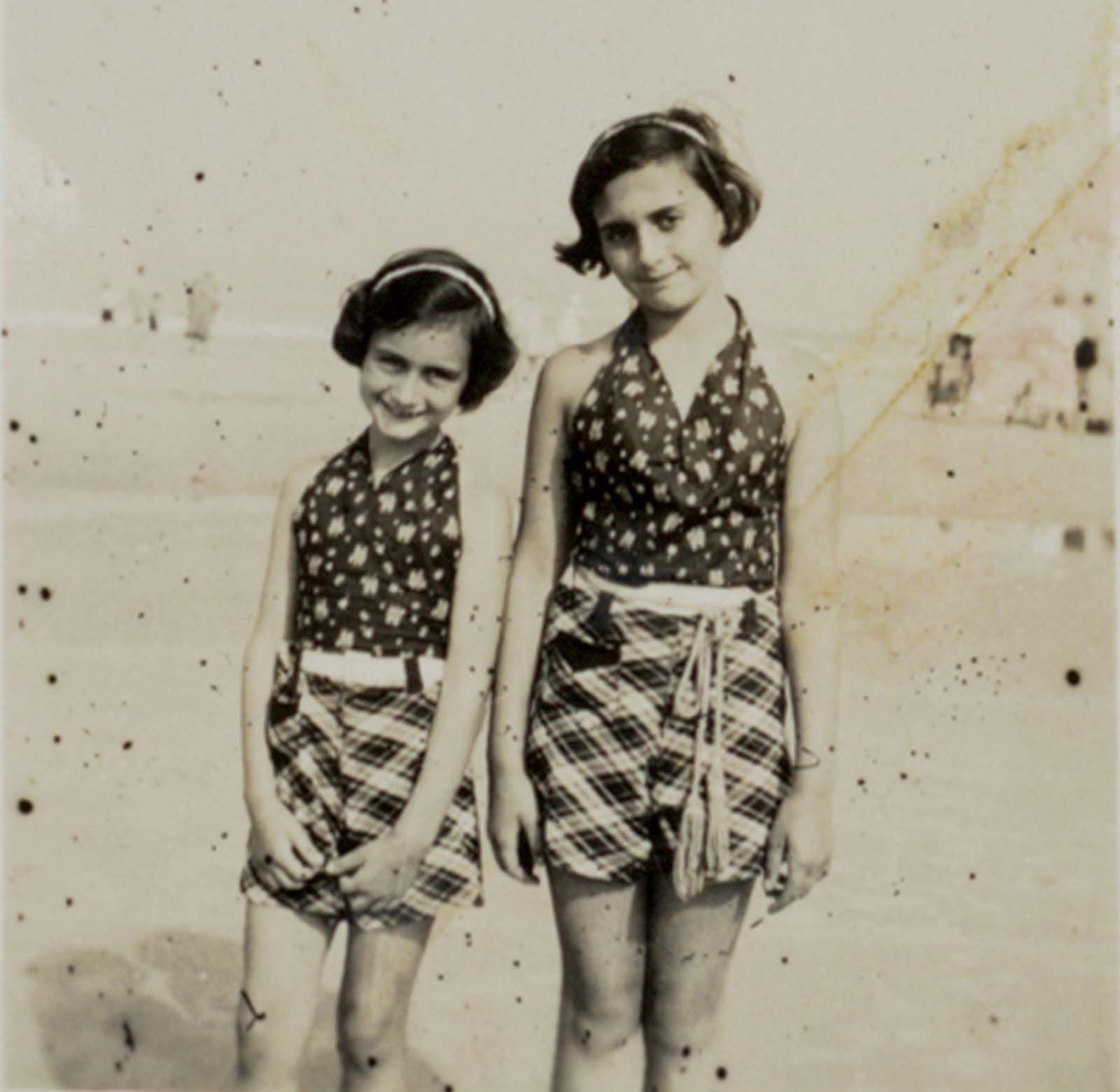 Anne and Margot Frank.